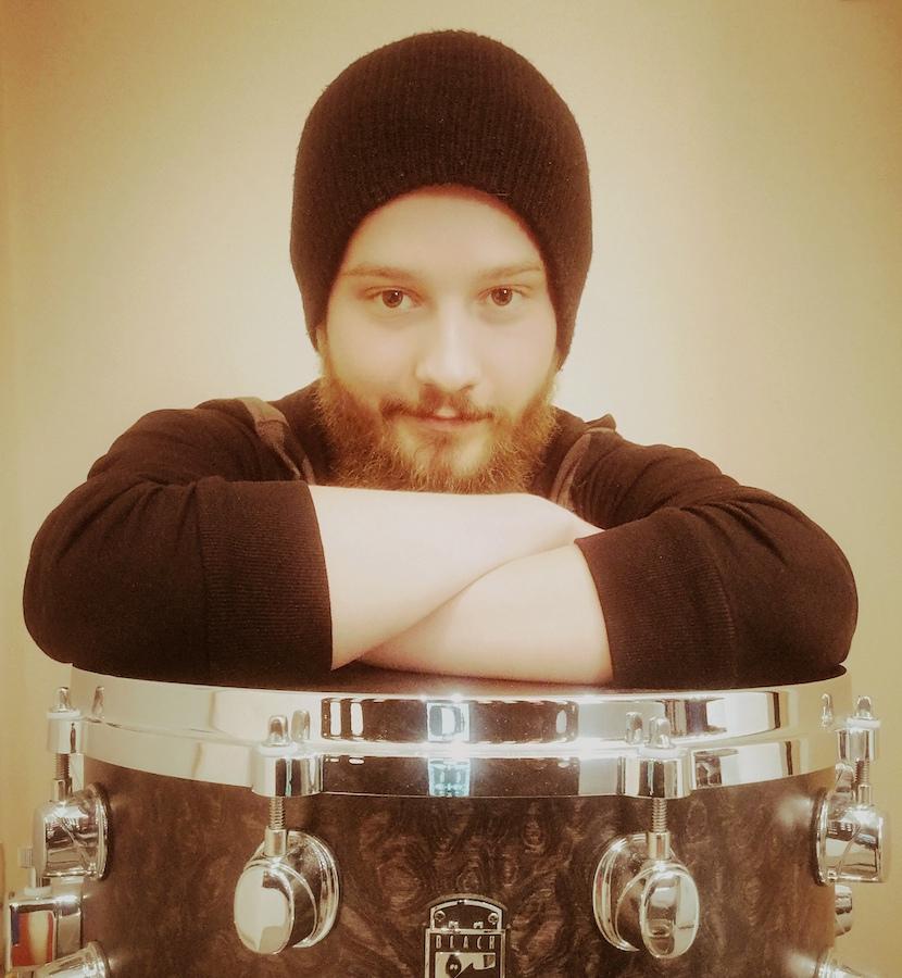 Ich spiele seit über 15 Jahren Schlagzeug und biete Unterricht dazu an.